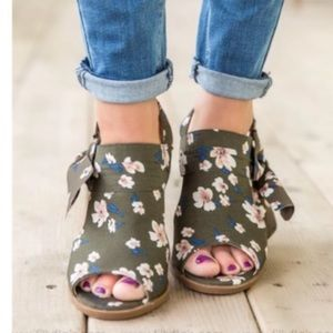 Not Rated Haida Floral NWOT